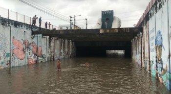 Vários pontos de Pernambuco ficaram alagados. Na foto, o bairro do Pina, na Zona Sul do Recife