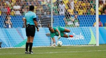 Pernambucana Bárbara atua como goleira na seleção brasileira
