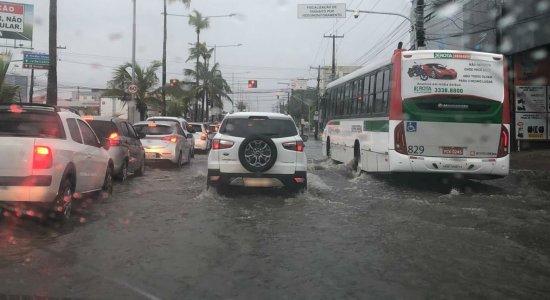 Veja pontos de alagamentos causados pelas chuvas no Grande Recife