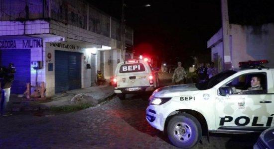 Homem entra em bar, pede cachaça e mata sargento da PM em Vitória