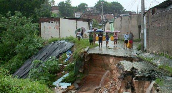 Saiba como ajudar famílias desabrigadas por causa das chuvas na RMR