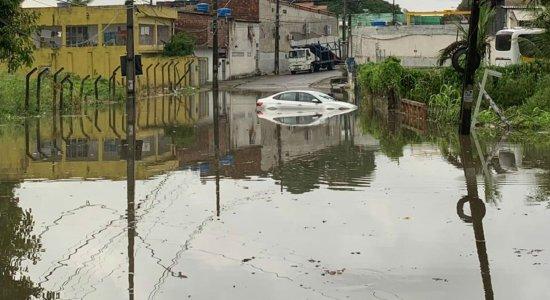 Chuvas: advogado orienta condutores que tiveram veículos danificados