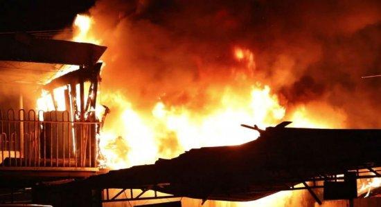 Incêndio atinge ferro velho na Estrada da Batalha