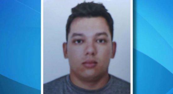 Polícia Civil divulga foto de suspeito de triplo homicídio em Candeias