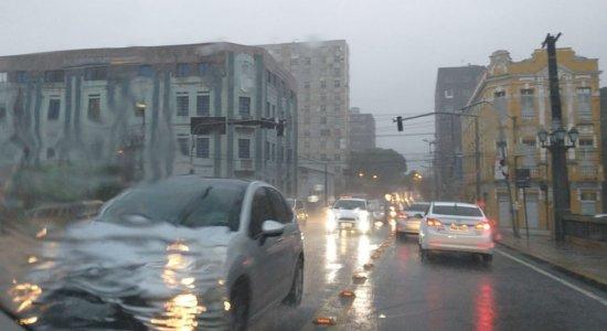 Manhã de muita chuva na Região Metropolitana do Recife e Zona da Mata