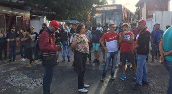 Passageiros estão indo aos terminais de ônibus mesmo com a previsão de paralisação