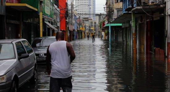 Fortes chuvas causam transtornos e paralisações no Grande Recife