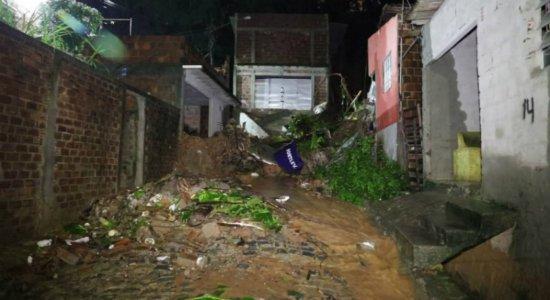 Adolescente de 17 anos morre após casa desabar no Ibura