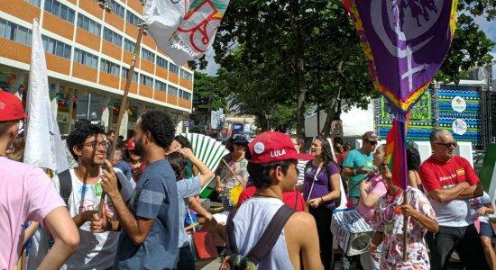 Protesto está sendo realizado no centro de Caruaru