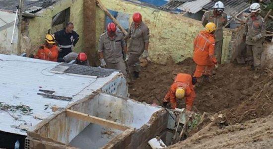 Risco de novos deslizamentos em Camaragibe preocupa equipe de resgate
