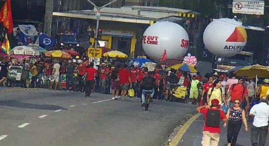 Greve Geral: Protesto interdita ruas do Centro do Recife