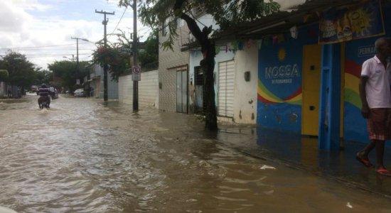 Chuva deve continuar até a madrugada desta segunda (17), diz Apac