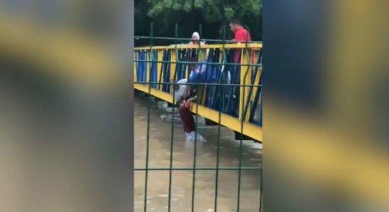 Confira vídeos de flagrantes feitos durante as chuvas no Grande Recife