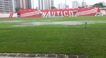 As fortes chuvas impossibilitaram a realização do jogo.