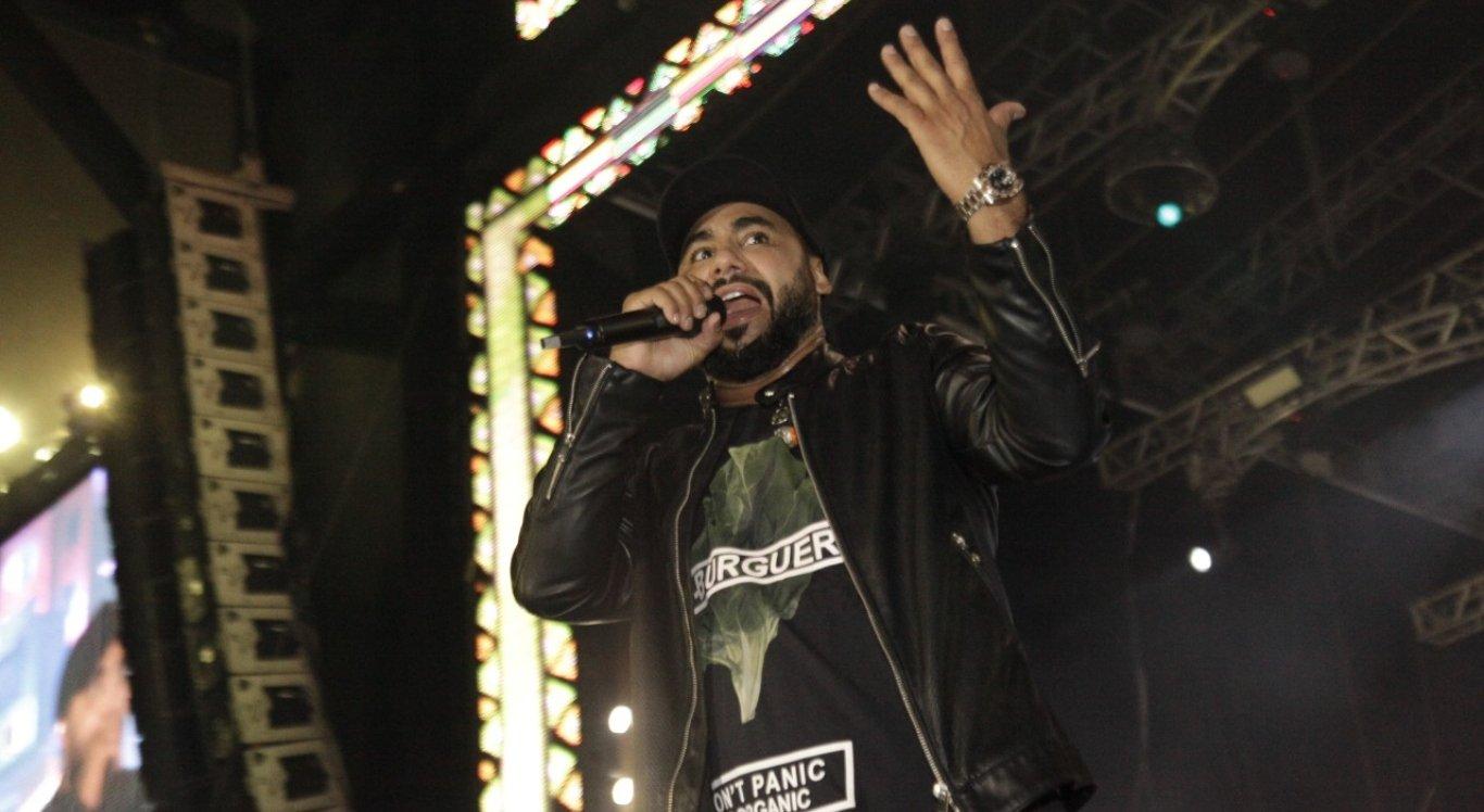 O cantor Raí animou a noite de sábado do São João de Caruaru