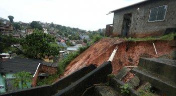 Rua onde houve o soterramento em Camaragibe.
