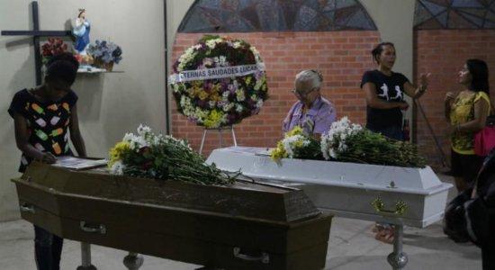 Irmãos mortos em deslizamento em Camaragibe são enterrados