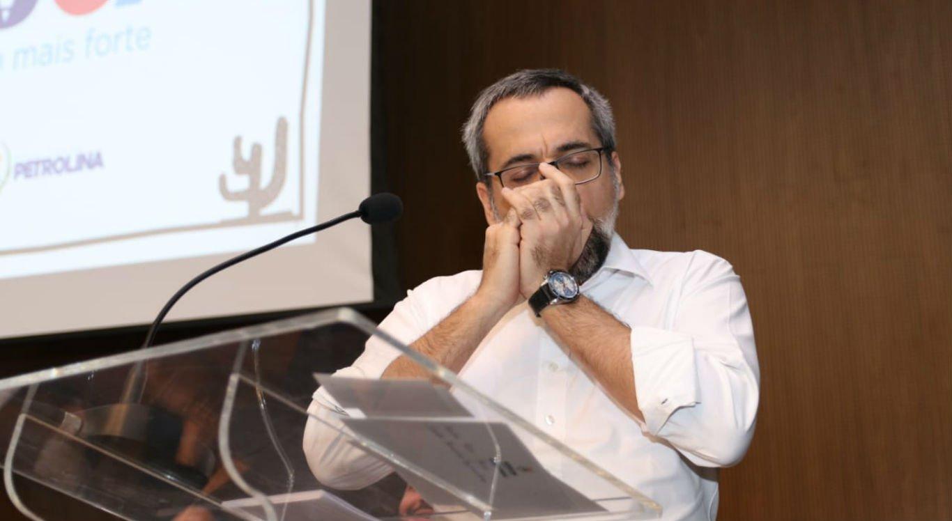 Ministro da Educação, Abraham Weintraub, tocou gaita ao fim do discurso em Petrolina