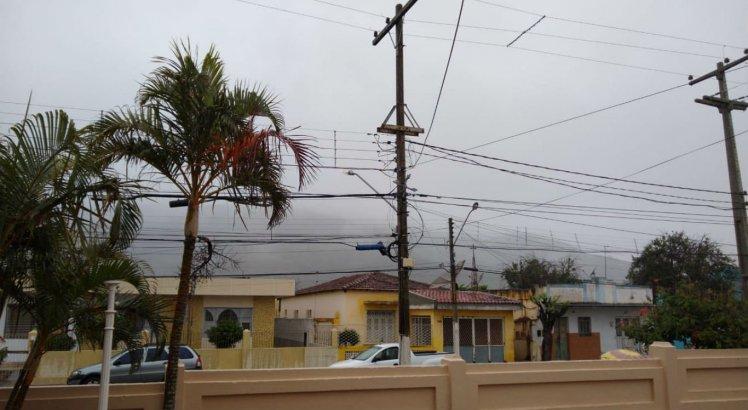 Chuva fina cai na cidade de Pesqueira, no Agreste