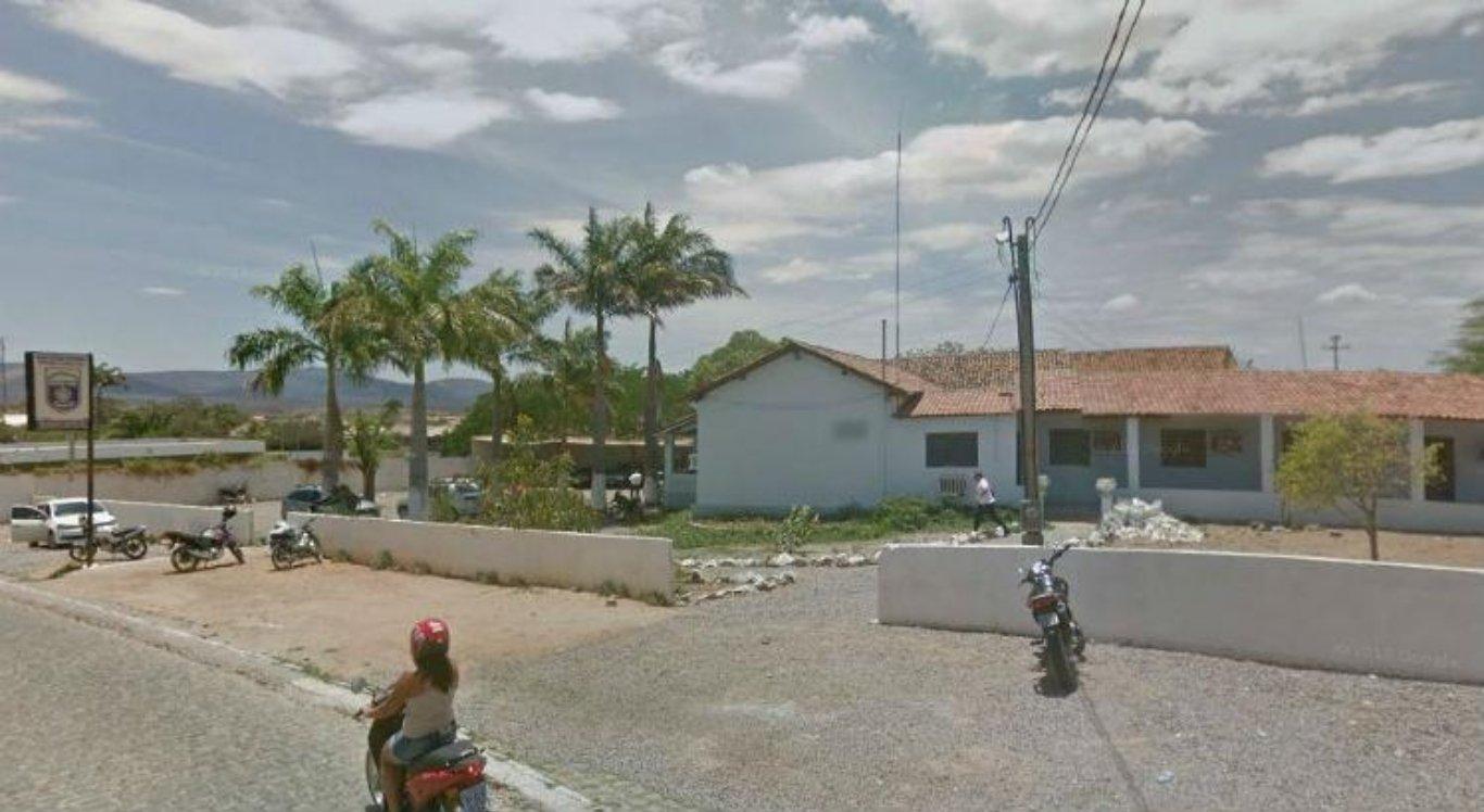 Todos os passageiros da van foram levados para a Delegacia de Polícia Civil de Serra Talhada