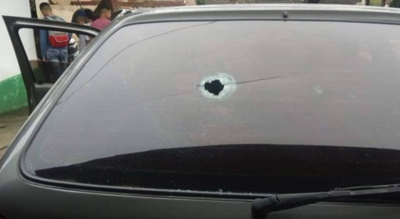 Bala perdida atingiu adolescente que estava em um carro que nada tinha a ver com o assalto