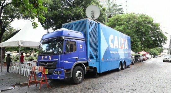 Caminhão da Caixa promove renegociação de dívidas na Ilha do Leite