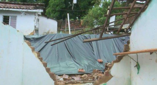 Chuvas: Família recebe ajuda para reconstruir casa em Jaboatão