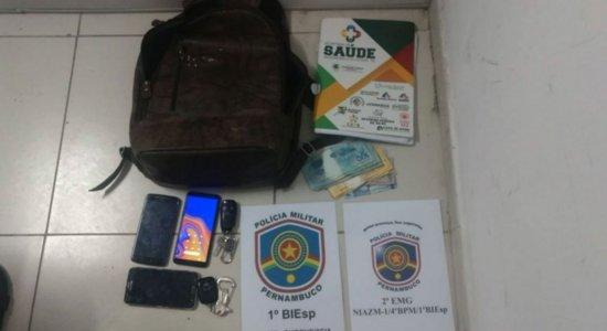Alguns dos objetos apreendidos foram furtados do carro da vítima