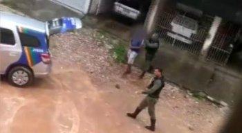 O homem foi detido pelos policiais militares do 1º Batalhão
