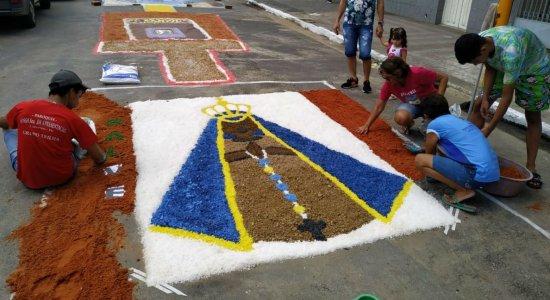 Cidades do interior celebram Corpus Christi com confecção de tapetes