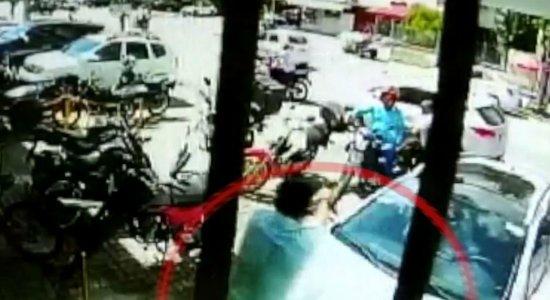 Vídeo: saidinha de banco e troca de tiros em Boa Viagem é filmada