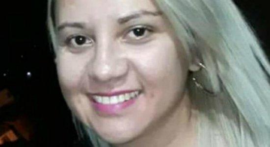 Mulher mata amiga acidentalmente com disparo de arma de policial