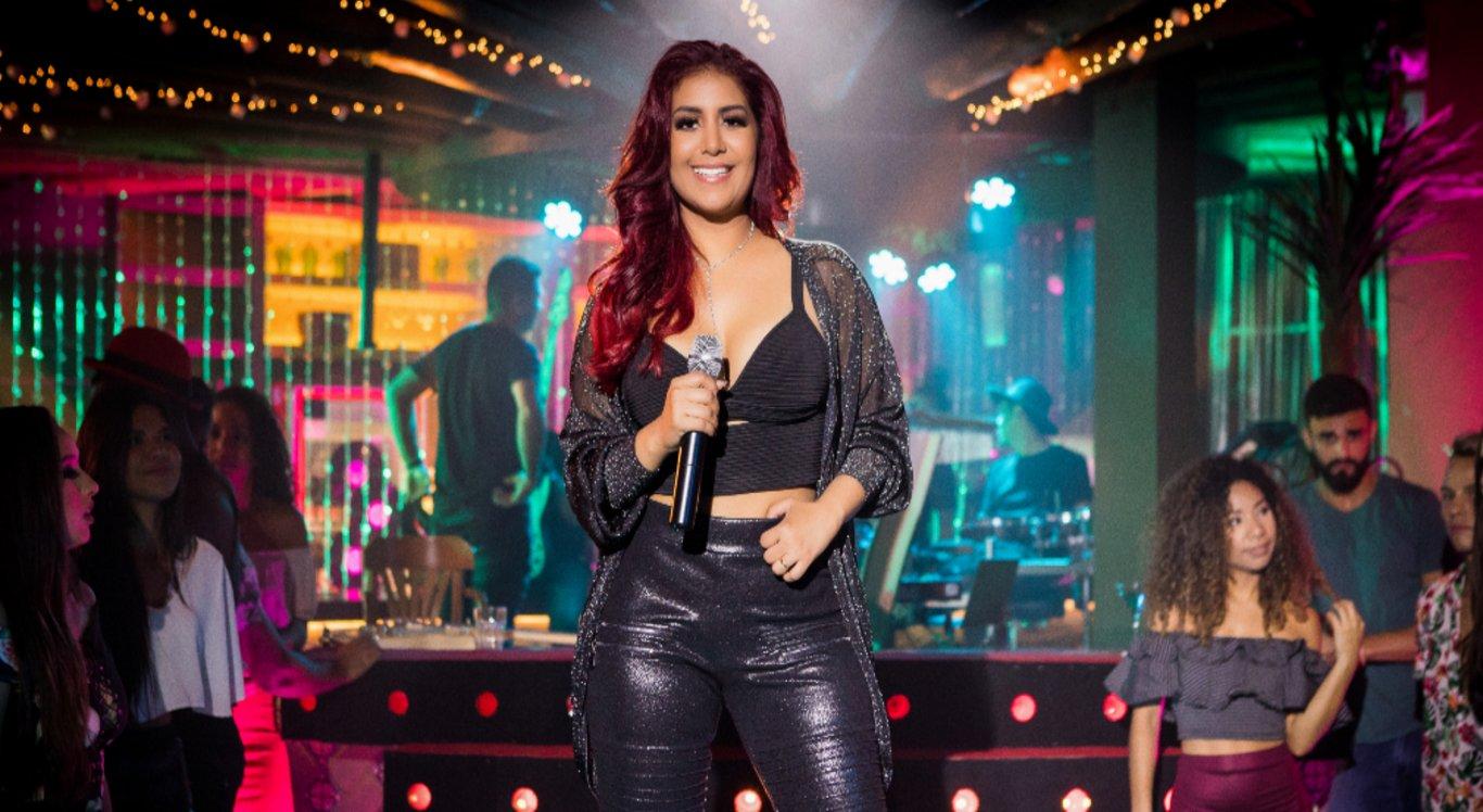 A Cantora Priscila Senna se apresenta na noite de abertura do São João