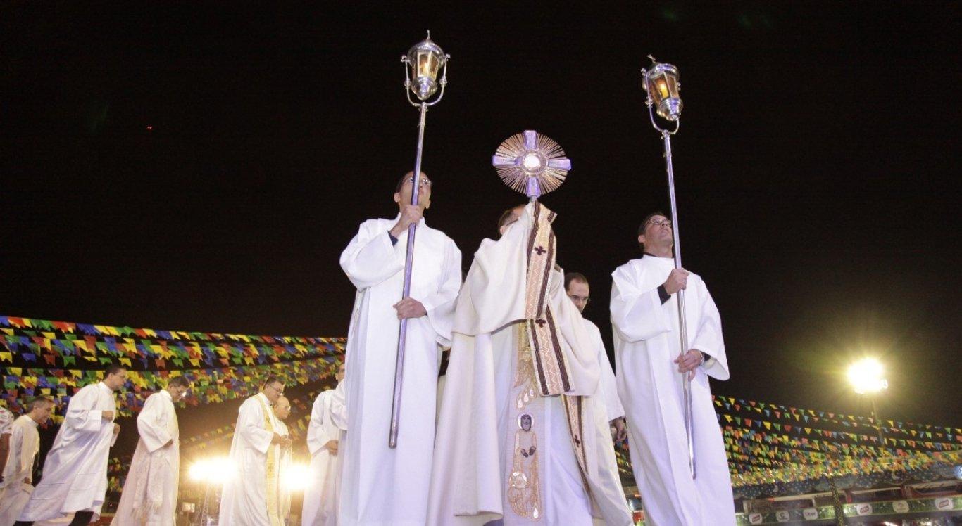 A Noite Católica foi repleta de shows e bençãos para os fiéis
