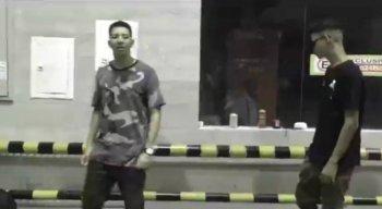 Em uma das cenas do clipe, um dos jovens deu dedo na frente de uma placa do 11º Batalhão da Polícia Militar (BPM)