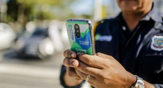Agentes da CTTU passam a usar smartphones para registrar autuações