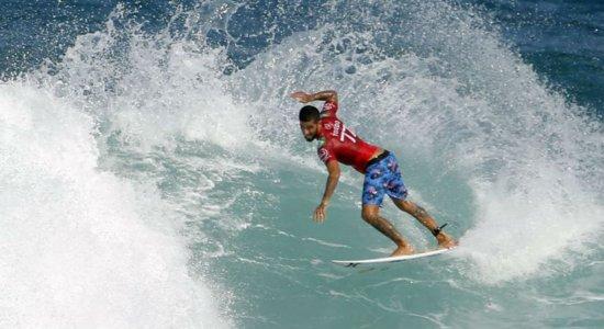 Surfistas brasileiros avançam para quartas de final do Mundial de Surf