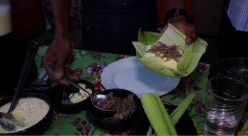 Chefe Rivandro mostra como fazer uma pamonha de carne de sol e queijo coalho