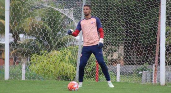 Goleiro Bruno, do Náutico, é emprestado para o futebol português