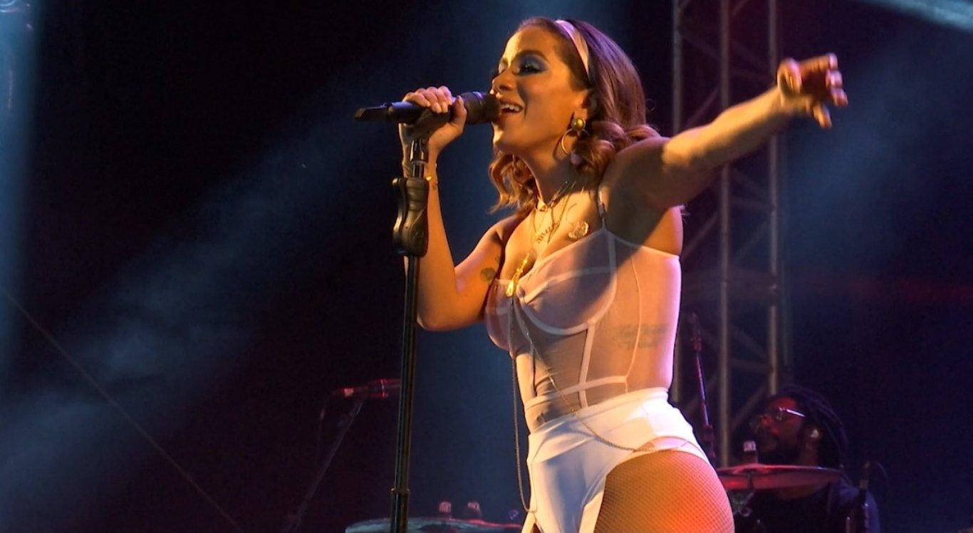 Anitta cantou seus maiores sucessos no São João de Arcoverde