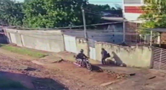 Vídeo: câmera filma mulheres sendo assaltadas nos Bultrins