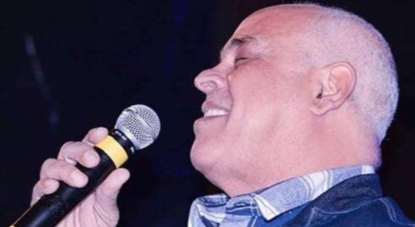 O cantor Mattos Nascimento se apresenta na Noite Gospel