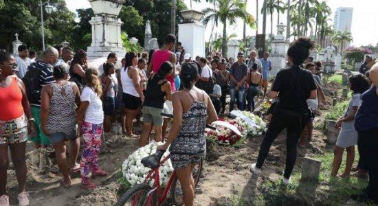 Adolescente morta em Maria Farinha é enterrada em clima de revolta