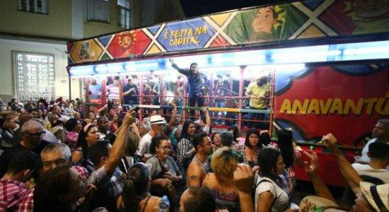 Caminhada do Forró anima público no Bairro do Recife