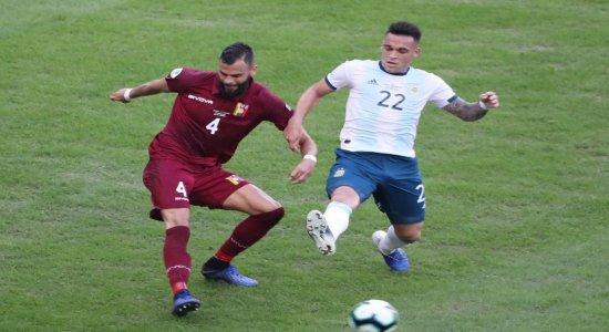 Argentina se classifica e enfrenta Brasil na semifinal da Copa América; ouça os gols