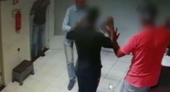 Vídeo: bandidos roubam dinheiro e motos de restaurante de sushi