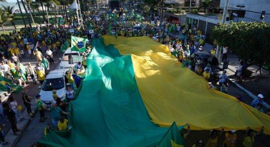 Manifestação pró-Moro reúne milhares de pessoas em Boa Viagem