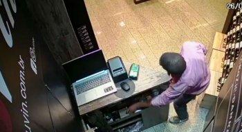 Homem foi filmado furtando celular