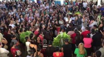 Multidão acompanhou o velório