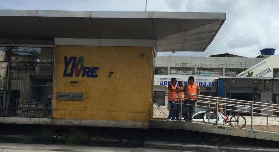 Ação de vândalos interdita estação do BRT em Olinda